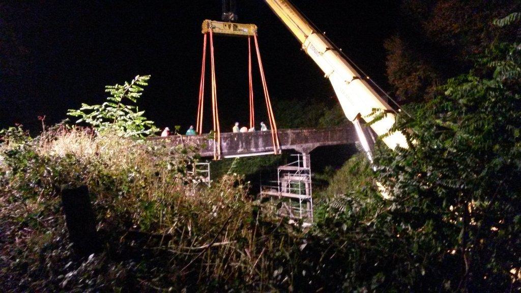 Bis zu 36 t schwere Brückenteile waren bei dem Rückbau zu bewegen