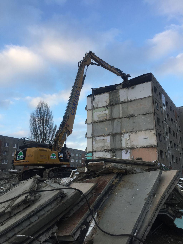 Abbruch eines Plattenbaus in Bernburg, Sachsen-Anhalt