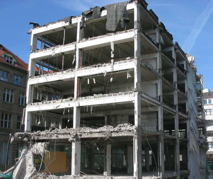 Maschineller Abbruch einer Stahlbetonkonstruktion in Leipzig