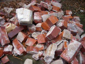 Ziegelsteinhaufen nach Abriss