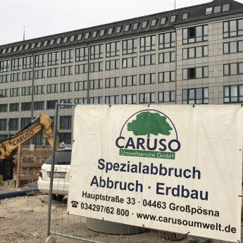 Caruso Logo an Baustelle