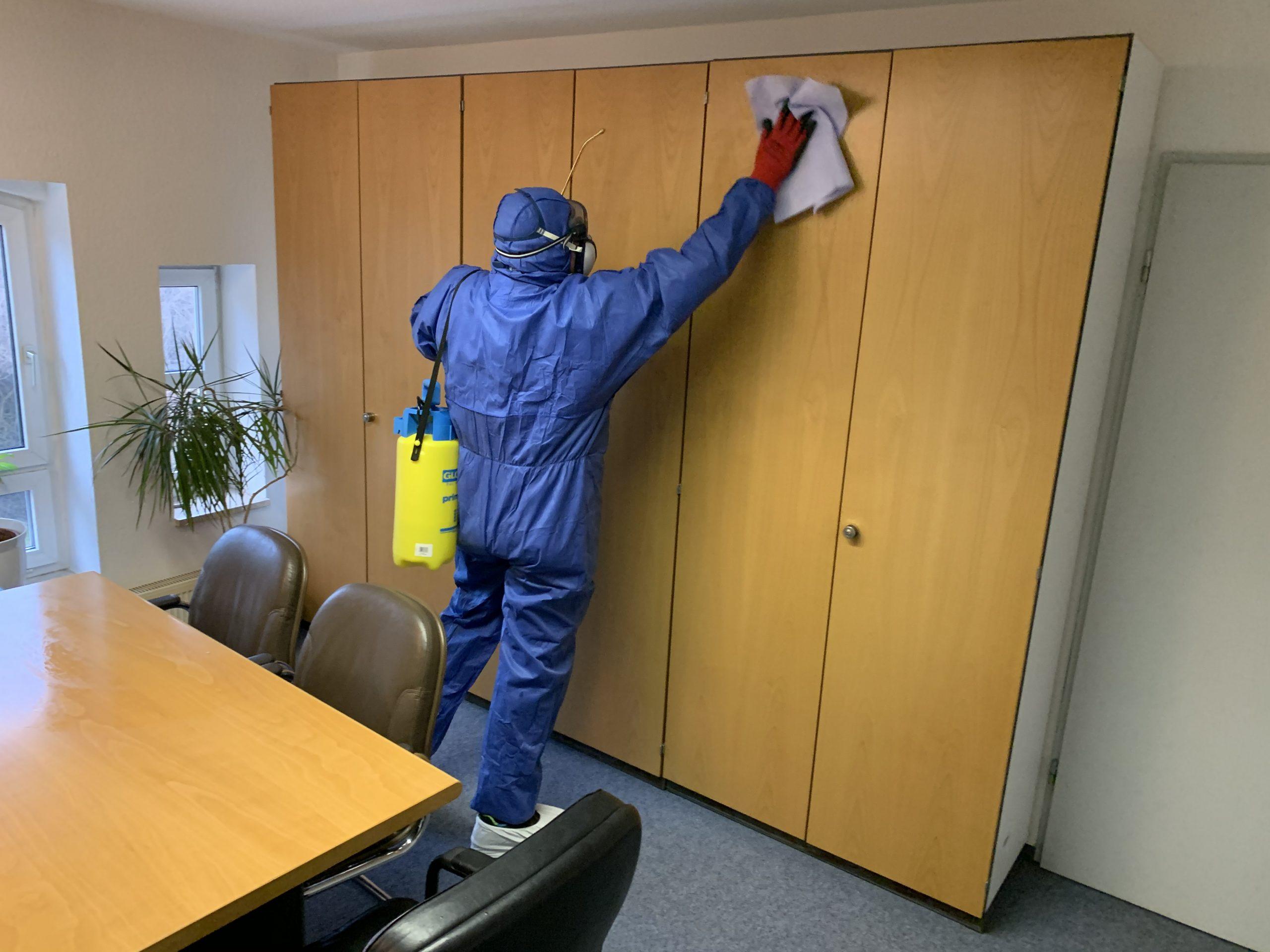 Reinigung von Gewerberaum